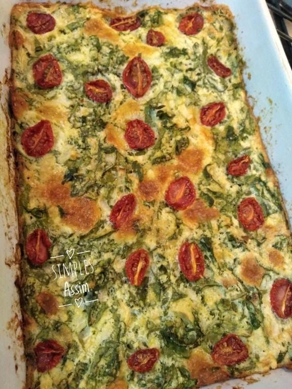 Torta de espinafre com tomates cerejas
